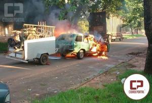 Veículo do Chico da Bagaceira pegou fogo na tarde desta sexta-feira, 02 em Mariluz