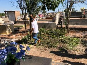 """Cemitério de Goioerê recebe limpeza e melhorias para o """"Dia das Mães"""""""