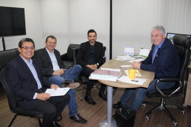 Pedro Coelho garante caminhão pipa, veículos e solicita um Centro de Especialidades Médicas para Goioerê