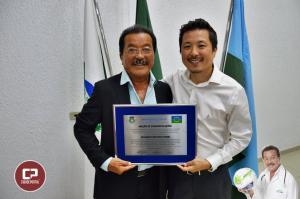 Médico goioerense recebe moção de congratulações pelos 37 anos dedicados ao Esporte