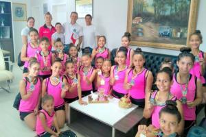 Prefeito Pedro Coelho recebe equipe goioerense de Ginástica Rítmica premiada em competição na cidade de Umuarama