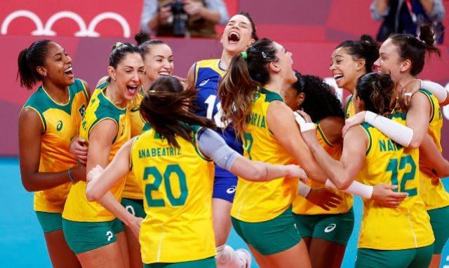 Jogos: Brasil bate Coreia do Sul e pega EUA na final do vôlei feminino
