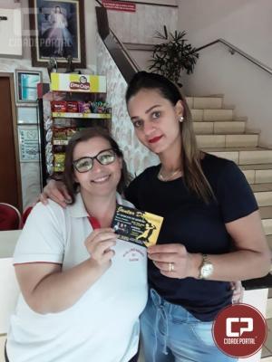 Elidine Santos foi a sorteada para o Jantar Dançante no Recanto do Gaucho