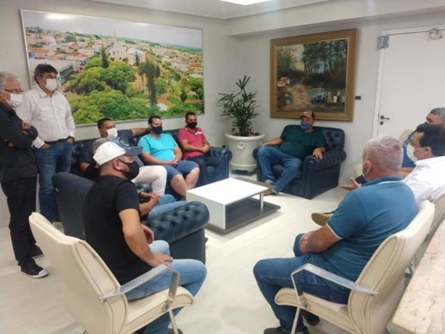 Prefeito Betinho Lima recebeu comitiva de caminhoneiros em seu gabinete