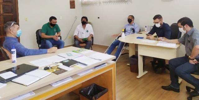 Selo Susaf: Vereador Fabiano se reúne com o jurídico e secretaria de Agricultura