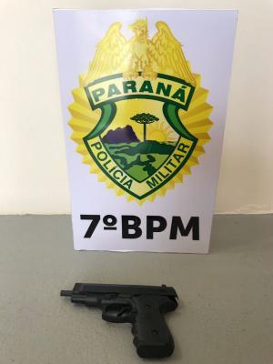 Polícia Militar de Moreira Sales recupera veículo, apreende Drogas e um simulacro de arma