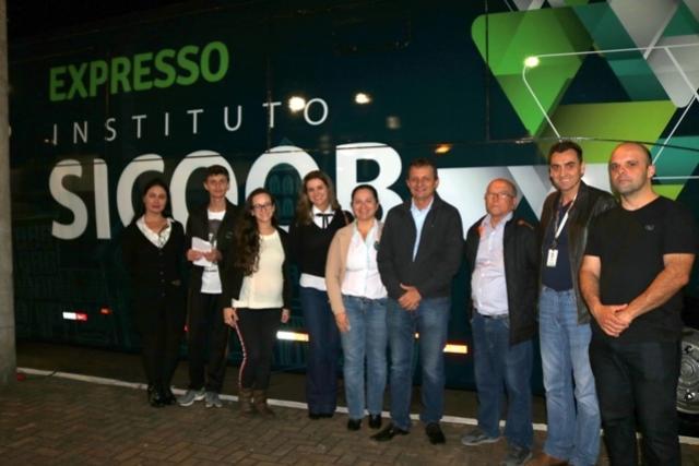 Prefeito Pedro Coelho visita instalações do Expresso Instituto Sicoob em Goioerê