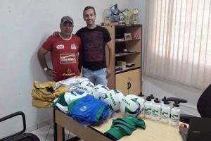 Secretaria de Esporte doa materiais esportivos para entidades e associações de bairros de Goioerê
