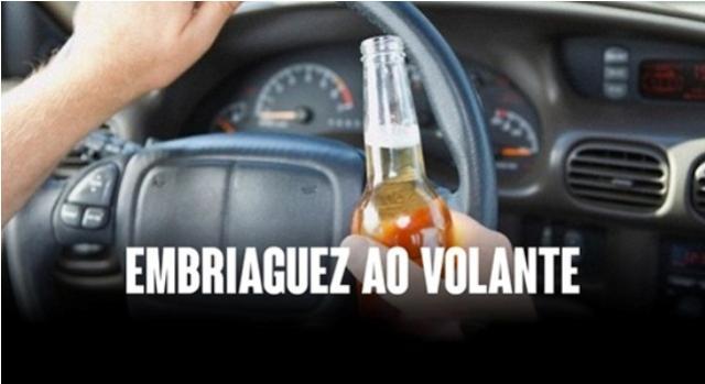 Uma pessoa foi presa por embriaguez ao volante após se envolver em acidente