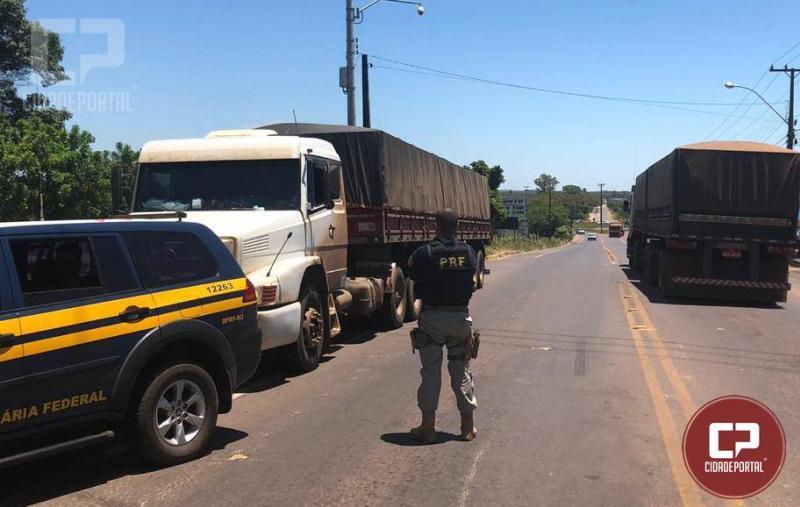 Polícia Rodoviária Federal realiza apreensão de carreta carregada de cigarros em Guaíra, nesta segunda-feira, 10.