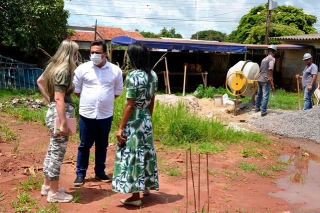 Betinho Lima visitou obras de reformas nos Cmeis e Escola