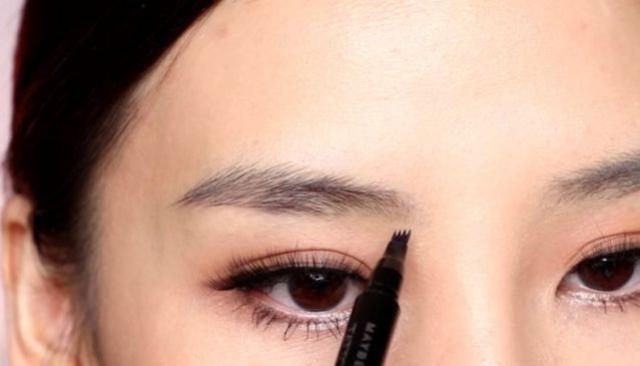 Blogueiras estão fascinadas por essa caneta para sobrancelha: por que é tão fantástica?