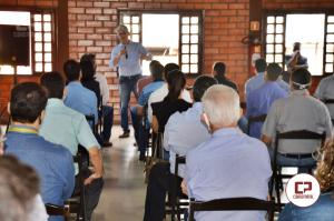 Secretario de Agricultura - Norberto Ortigara visita Goioerê, realiza uma palestra e anuncia 10 Km de pedras irregulares