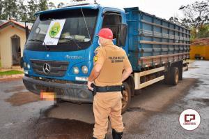 PRE de Goioerê apreende caminhão carregado com 120 caixas de cigarros contrabandeados