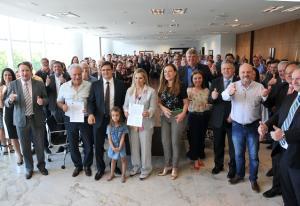 Cida anuncia a construção de 2.486 moradias em 46 cidades, Juranda, Moreira e Mariluz estão na lista