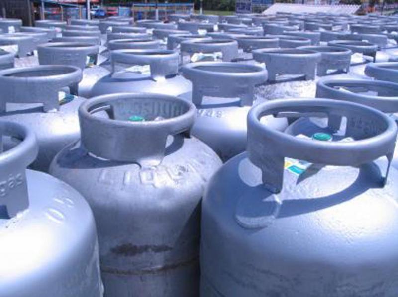 Altas no preço e concorrência com clandestinos levam revendas de gás a fechar as portas