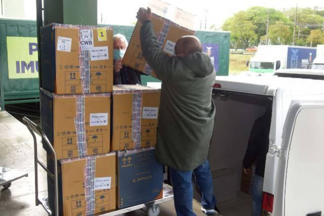 Secretaria da Saúde distribui mais 155.327 doses de vacinas contra a Covid-19
