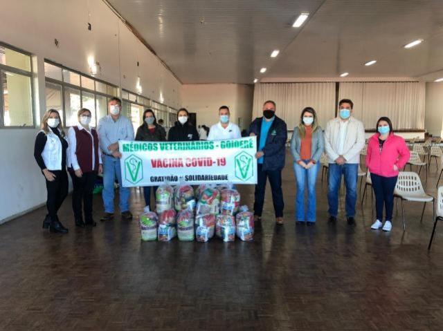 Médicos Veterinários de Goioerê realizam doação de cestas básicas à Prefeitura