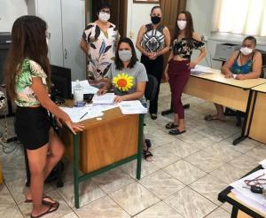 NRE de Goioerê acompanha entregas dos materiais impressos e dos kits da merenda escolar em algumas escolas