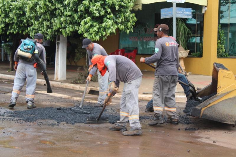 Prefeitura de Goioerê promove recuperação asfáltica em locais de desgastes após o excesso de chuva