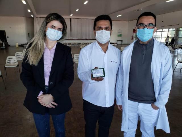 Prefeito Betinho Lima é vacinado com a 1ª dose da vacina contra Covid-19