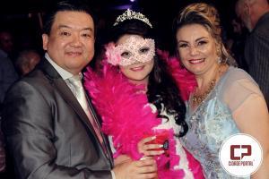 Larissa Sagava comemora seus 15 anos com noite de Debutante