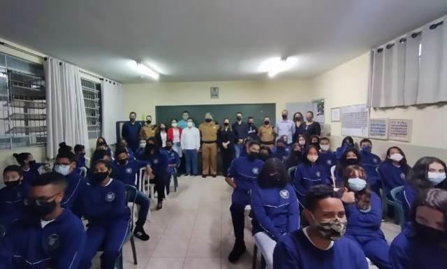 Educação realiza entrega de uniformes aos alunos do Colégio Cívico-Militar de Goioerê