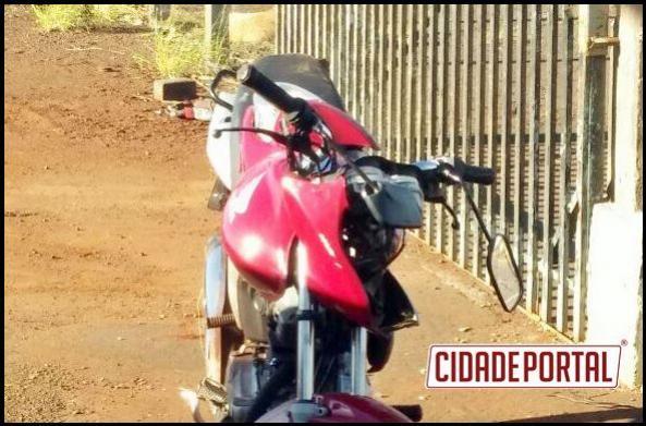 Motoqueiro perde a vida a colidir a moto contra placa de sinalização na PR-239