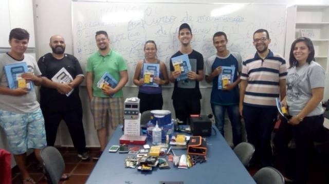FADCT inicia curso de manutenção de celulares