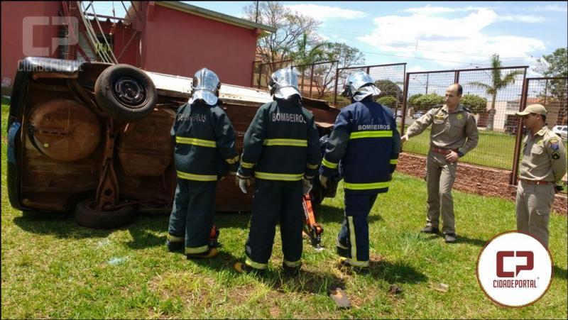 Equipe dos Bombeiros de Goioerê recebe instrução de resgate veicular Ministrada pelo Tenente Boni