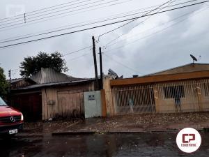 Chuva e vendaval passa em Goioerê e destelha almoxarifado da Prefeitura Municipal