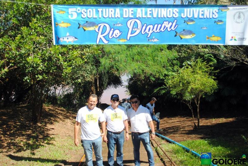 Prefeito Pedro Coelho participa de ação de soltura de 100 mil alevinos de peixes no Rio Piquiri