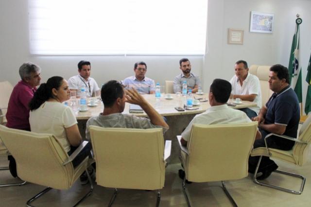Prefeito Pedro Coelho recebe vereadores visando alinhar novos projetos