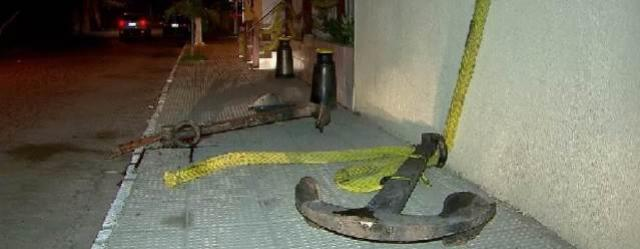 Menino de 12 anos morre atingido por âncora de 200 kg no Recife