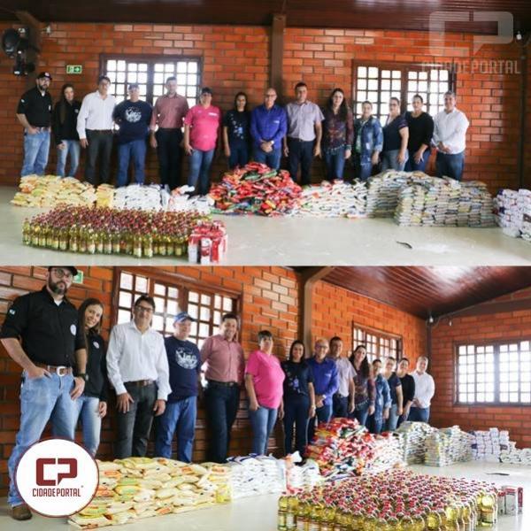 Sociedade Rural de Goioerê entrega uma tonelada de alimentos para entidades