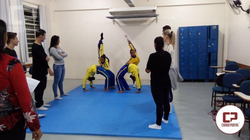 Acadêmicos de Educação Física da Unicesumar recebem alunos do Projeto Viva Vila