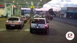 Postos de combustíveis começam a ter filas para abastecimento com a possibilidade da falta do produto