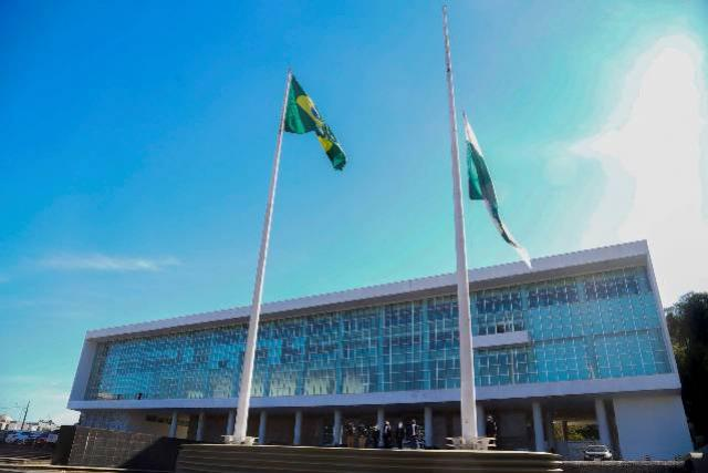 Governo decreta luto oficial em razão das mais de 30 mil vítimas da Covid-19 no Paraná