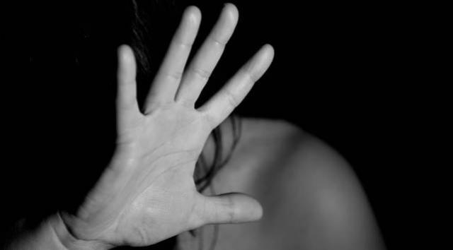 Homem embriagado agride ex-mulher e se envolve em acidente