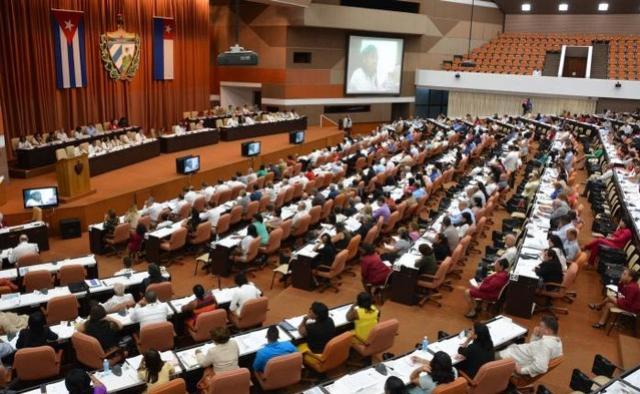 Em Cuba, mudanças sob o mote da continuidade