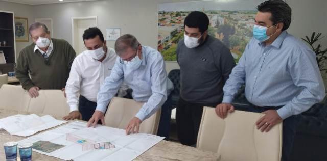 Presidente da Cohapar visita Goioerê e conjunto com 507 casas e condomínio do idoso