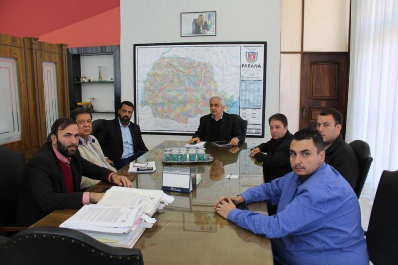 Prefeito Reinaldo Krachinski vai ao DER para cobrar providências na PR-180