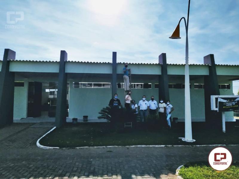 Prefeito Pedro Coelho vistoria reforma da Biblioteca Municipal