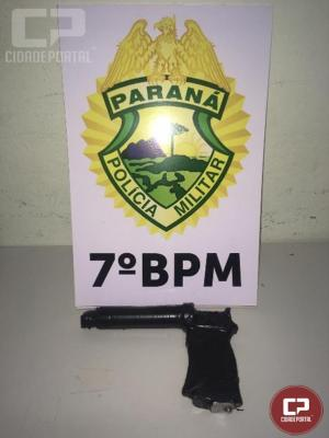 Polícia Militar apreende dois simulacros de arma de fogo e recupera veículo furtado em Goioerê