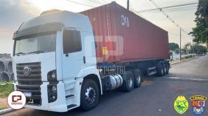 Policiais Militares de Tapejara apreendem caminhão carregado com 500 mil maços de cigarros
