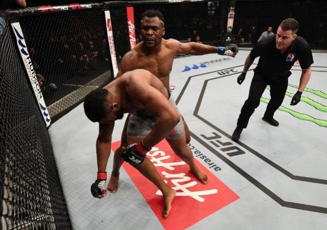 Avassalador, Ngannou arrasa Blaydes em 45 segundos na luta principal do UFC Pequim