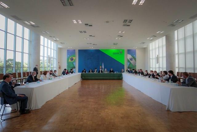 Governo e deputados debatem Orçamento e controle da pandemia