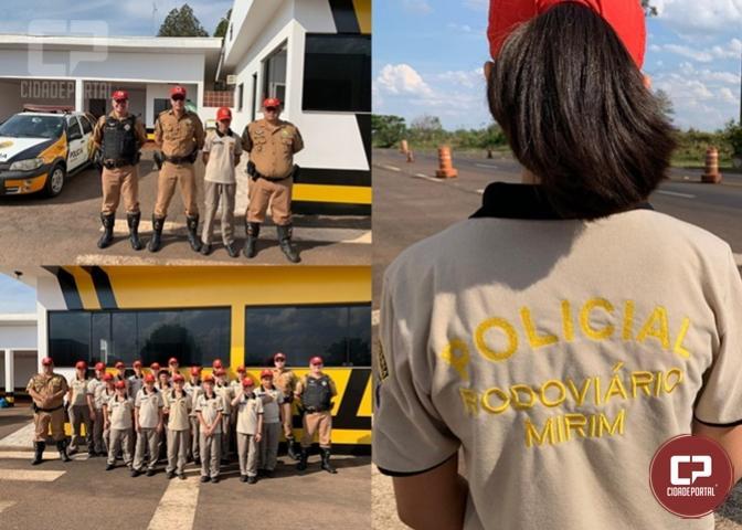 Alunos do Projeto Policial Rodoviário Mirim visitam Posto Policial de Cruzeiro e realizam ações educativas