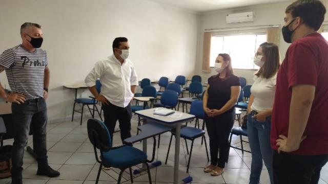Entrevistas na Secretaria de Indústria e Comércio de Goioerê para as vagas de costureiras foi iniciada
