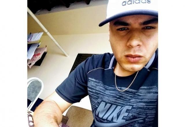 Mãe escuta barulho de tiros e encontra filho morto no quintal de casa em Maringá
